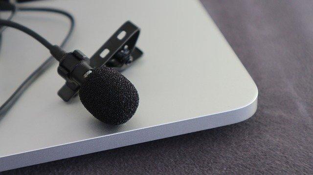 Utiliser un micro cravate pour le bon son de ses vidéos